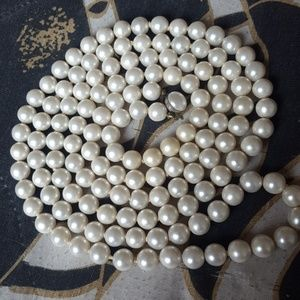 Jewelry - Vintage long pearl necklace